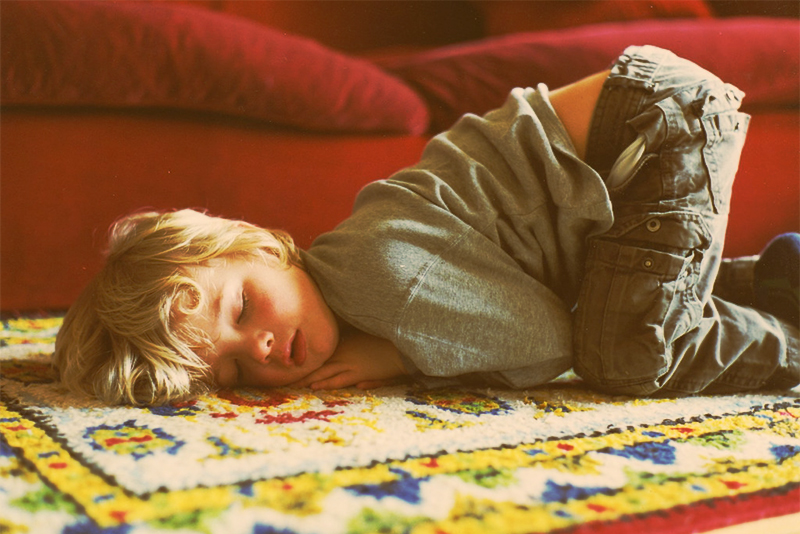 Child who doesn't sleep - child crashed out on the floor